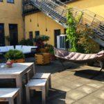 Atelier Dachterrasse-Hängematte, Tisch und Lounge