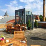 Dachterrasse-Atelier Sitzecke und Fahrstuhl