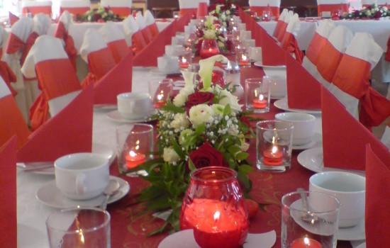 Wartenberger Hof Hochzeit Tafeln rot