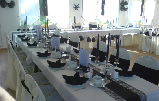 Wartenberger Hof Hochzeit Tafeln schwarz